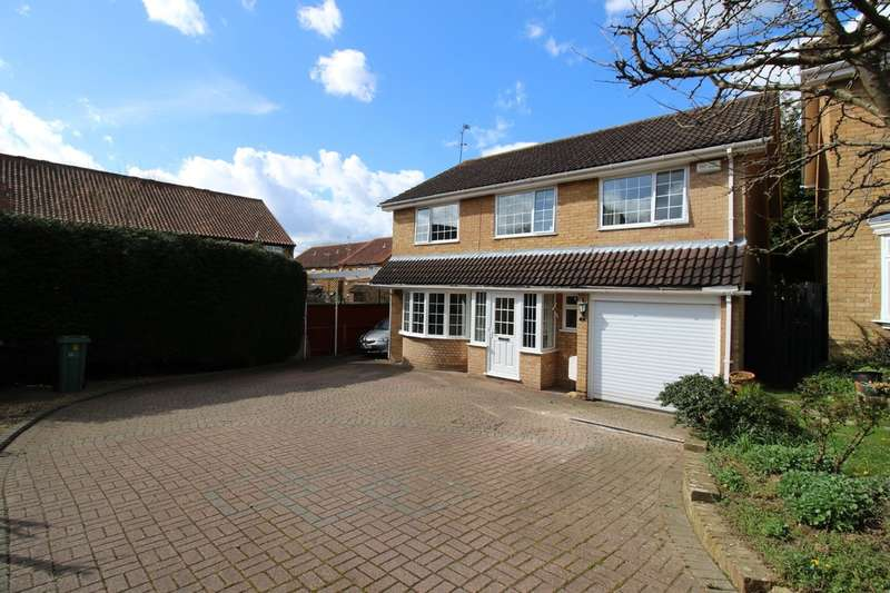 4 Bedrooms Detached House for sale in Raven Close, Horsham