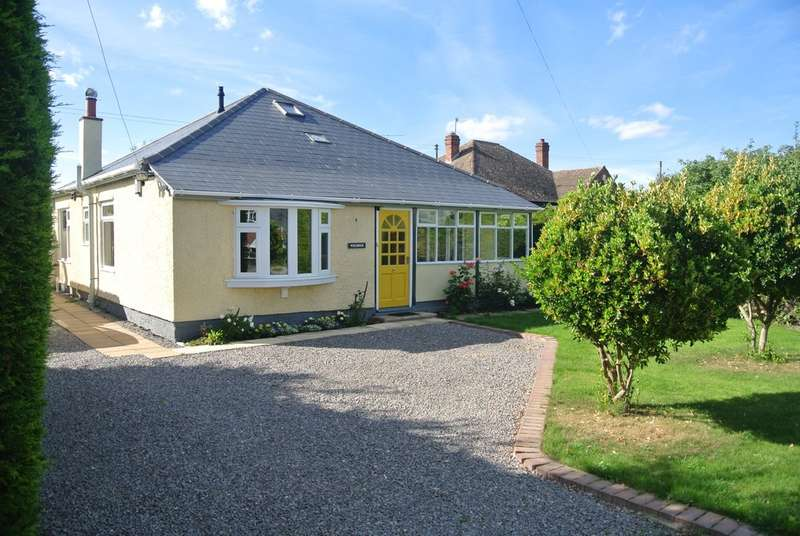 3 Bedrooms Detached Bungalow for sale in Cleeve Road, Middle Littleton, Evesham