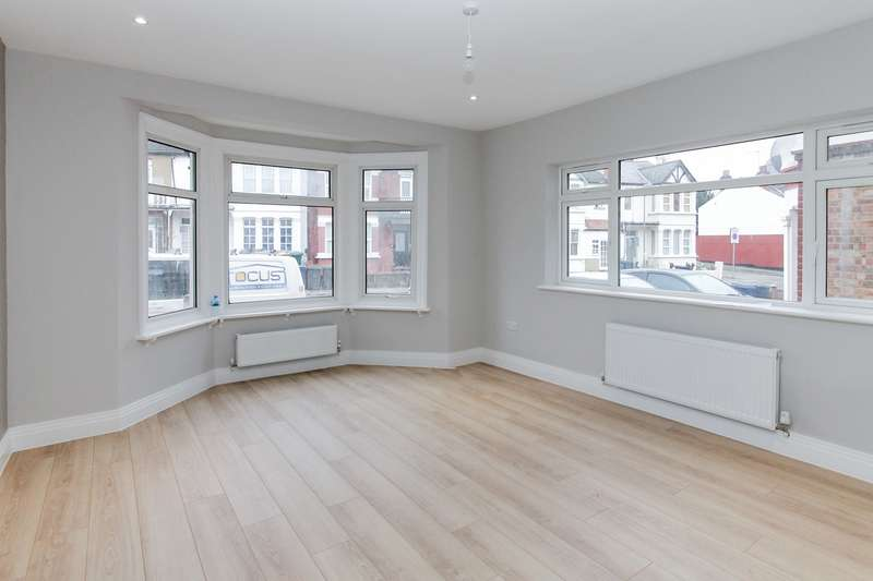 2 Bedrooms Maisonette Flat for sale in Manor Park Crescent, Edgware, Edgware, HA8
