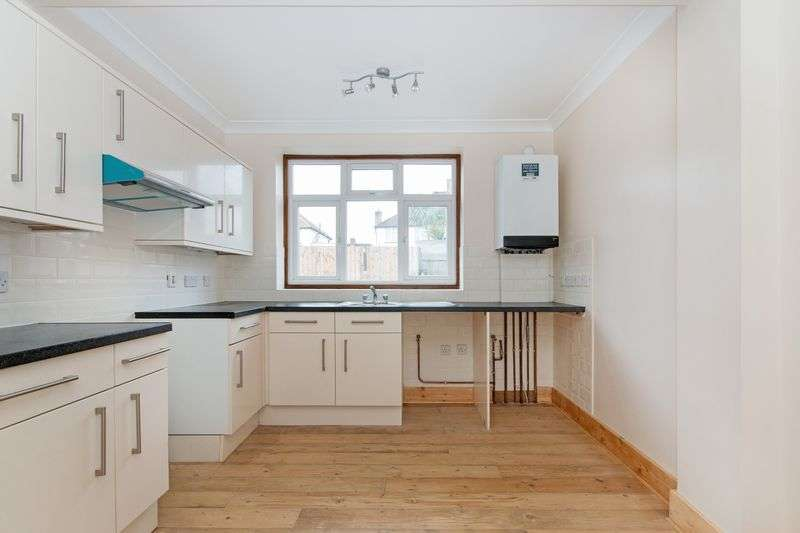 3 Bedrooms Semi Detached Bungalow for sale in Hammond Avenue, Mitcham
