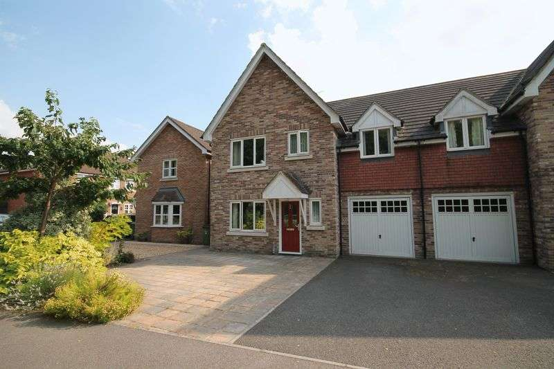 4 Bedrooms Semi Detached House for sale in The Glade, Storrington