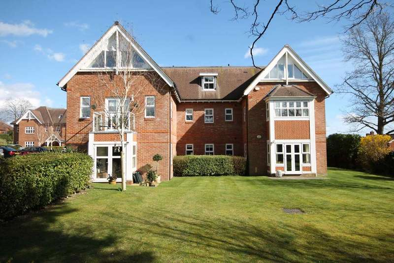 2 Bedrooms Apartment Flat for sale in Paxton Court, Locks Heath SO31
