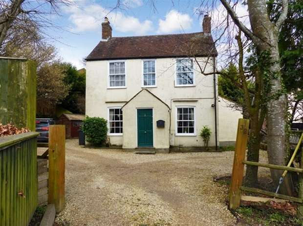 3 Bedrooms Detached House for sale in Deverill Road, Warminster