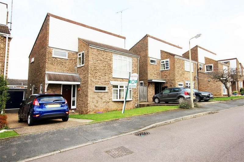 4 Bedrooms Detached House for sale in Walsham Close, Stevenage, Hertfordshire