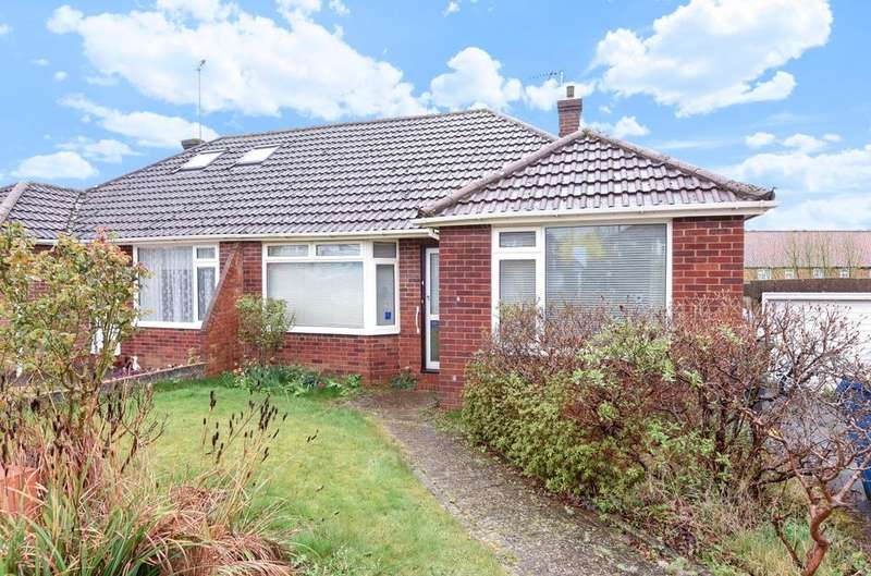 2 Bedrooms Bungalow for sale in Treadcroft Drive, Horsham, RH12