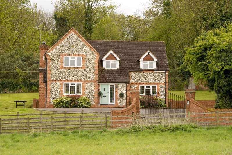 4 Bedrooms Detached House for sale in Grove Road, Burnham, Buckinghamshire