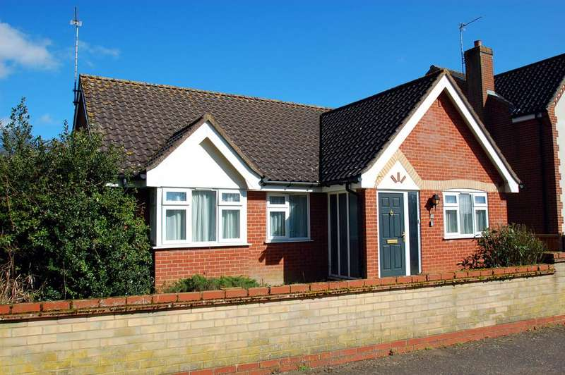 3 Bedrooms Detached Bungalow for sale in Happisburgh Road, North Walsham