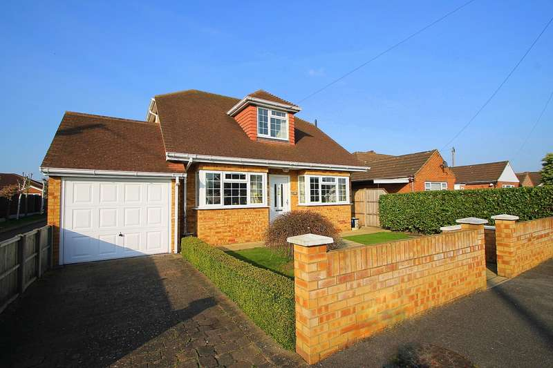 3 Bedrooms Chalet House for sale in Ashgrove Road, Ashford, TW15