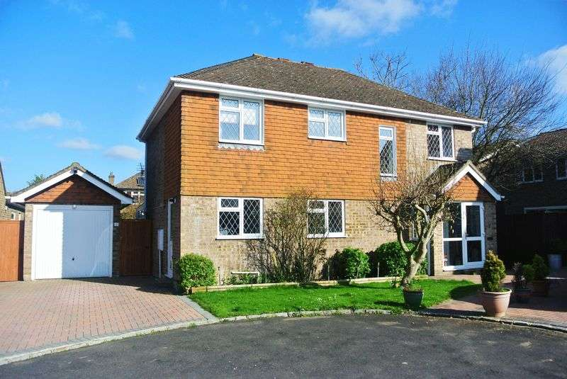 4 Bedrooms Detached House for sale in Woodside Gardens, Chineham
