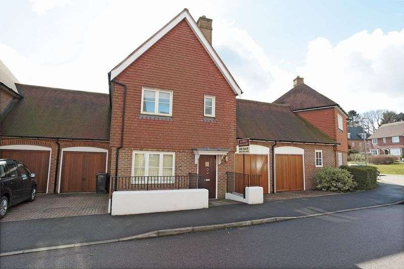 4 Bedrooms House for sale in Nassau Drive, Crowborough, East Sussex
