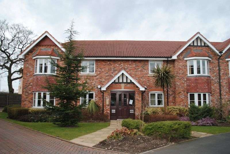 2 Bedrooms Flat for sale in Bloomfield Close, Cheadle Hulme