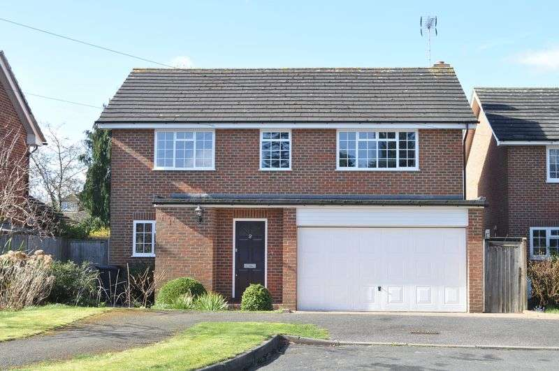 4 Bedrooms Detached House for sale in West Farm Drive, Ashtead