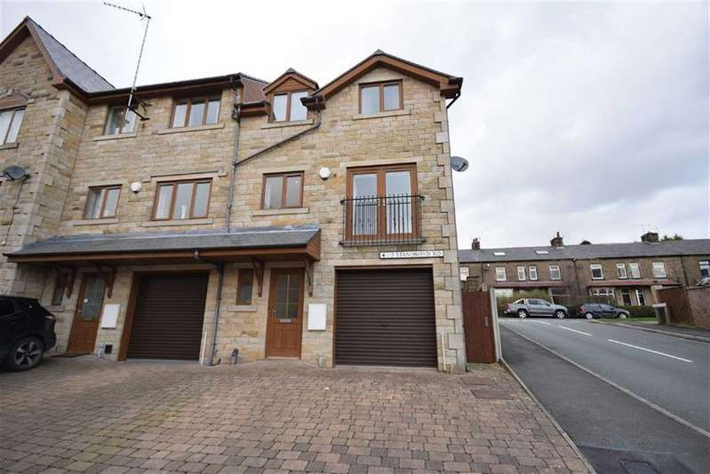 3 Bedrooms Town House for sale in Standroyd Road, Colne, Lancashire