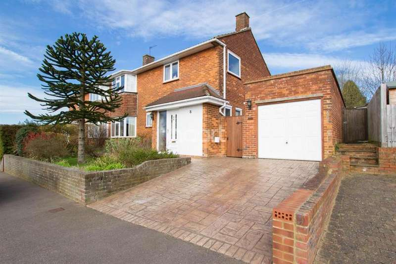 3 Bedrooms Semi Detached House for sale in Highbarns, Hemel Hempstead, HP3
