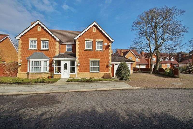 4 Bedrooms Detached House for sale in Regent Close, Southport