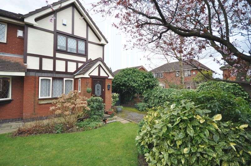 2 Bedrooms Semi Detached House for sale in St Dominics Way, Middleton
