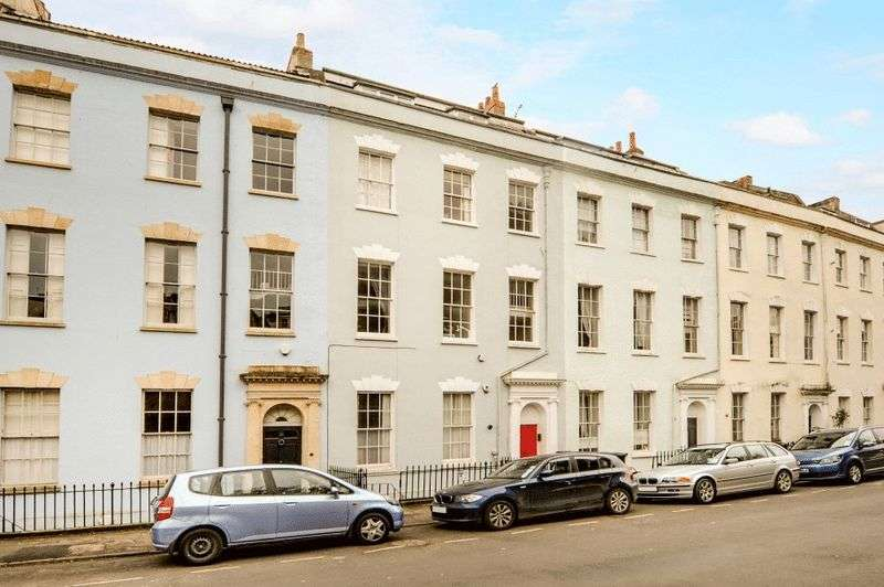 2 Bedrooms Flat for sale in Cornwallis Crescent, Clifton