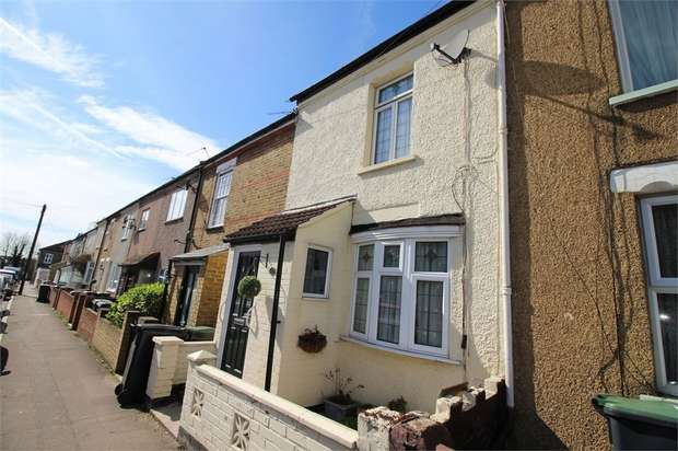 2 Bedrooms Terraced House for sale in Rounton Road, WALTHAM ABBEY, Essex