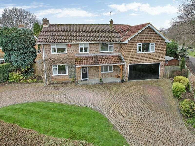 5 Bedrooms Detached House for sale in Grattons Drive, Pound Hill, West Sussex