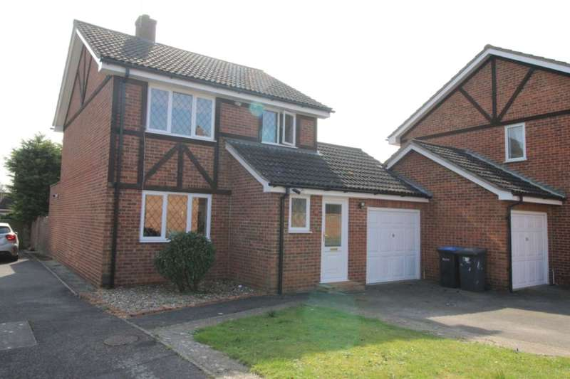 4 Bedrooms Detached House for sale in Ravenfield, Englefield Green, Egham, TW20
