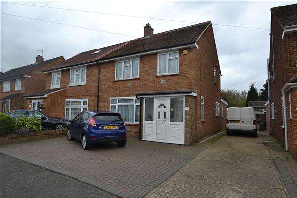 3 Bedrooms Semi Detached House for sale in The Gardens, Bedfont