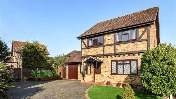 4 Bedrooms Detached House for sale in Kilburn Close, Calcot, Reading