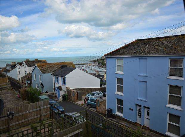 2 Bedrooms Terraced House for sale in Harbour View Close, Brixham, Devon