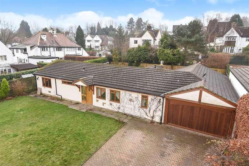 4 Bedrooms Bungalow for sale in Moorway, Guiseley, Leeds, LS20 8LB