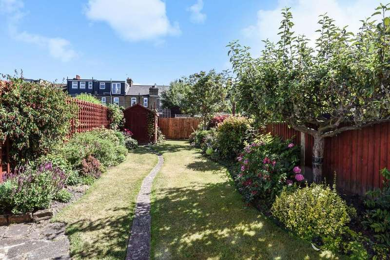 3 Bedrooms Terraced House for sale in Chestnut Road, Raynes Park, SW20