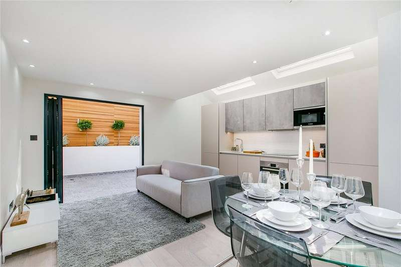 2 Bedrooms Flat for sale in Burnthwaite Road, Fulham Broadway, London