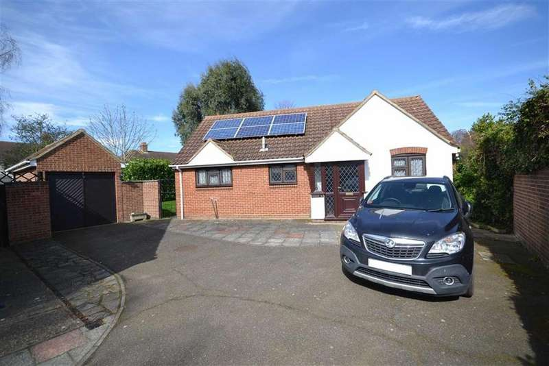 2 Bedrooms Bungalow for sale in Riverside Road, Burnham-on-Crouch, Essex