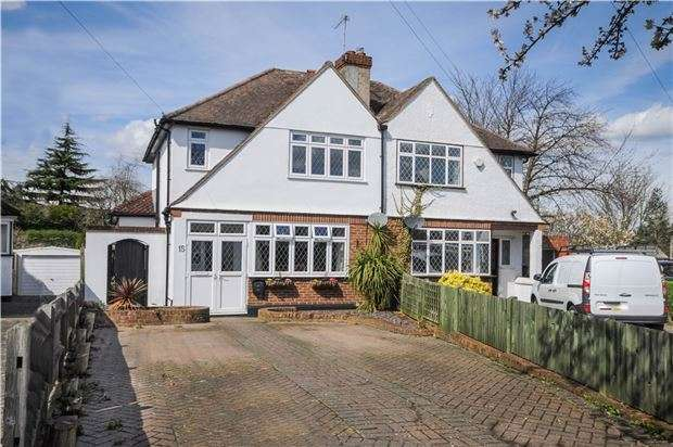 3 Bedrooms Semi Detached House for sale in Rosecroft Close, ORPINGTON, Kent, BR5 4DX