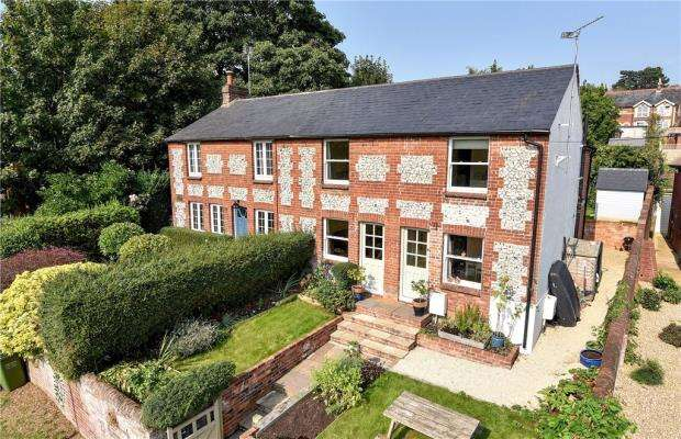 3 Bedrooms Semi Detached House for sale in Deanway, Chalfont St. Giles, Buckinghamshire