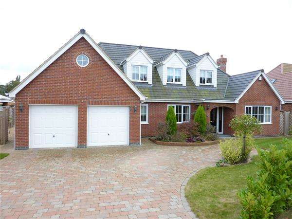 4 Bedrooms Detached House for sale in THE CEDARS, OFF HUMBERSTON AVENUE, HUMBERSTON, GRIMSBY