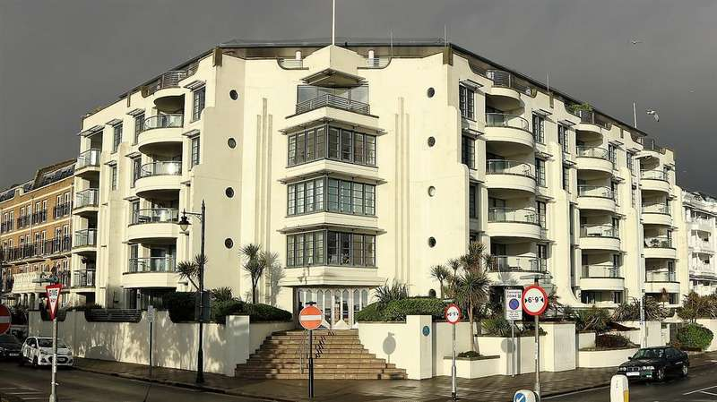 2 Bedrooms Apartment Flat for sale in Warnes, Steyne Gardens, Worthing BN11