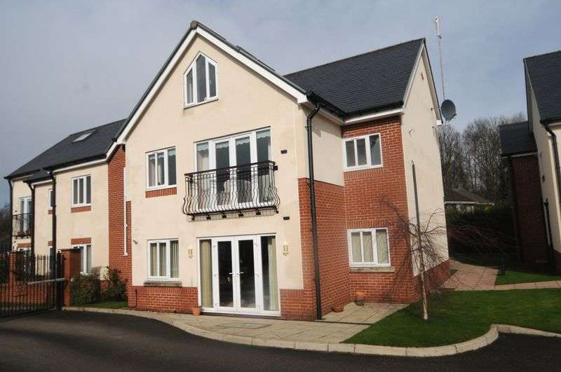 2 Bedrooms Flat for sale in Windsor House, Bradshaw Lane, Grappenhall