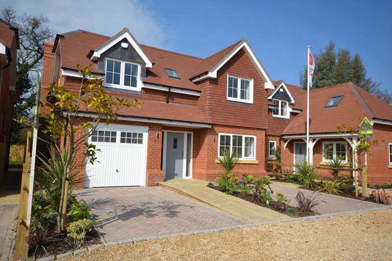 4 Bedrooms Detached House for sale in Chippendale Close, Tokers Green