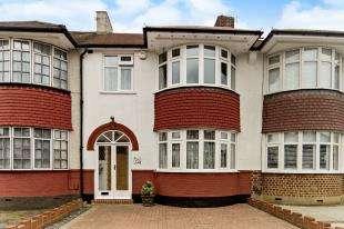 3 Bedrooms Semi Detached House for sale in Brookside Way, Shirley, Croydon, Surrey
