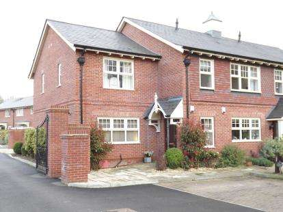 2 Bedrooms Retirement Property for sale in Winkton, Christchurch, Dorset