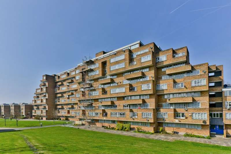 3 Bedrooms Flat for sale in Overhill Road, London SE22