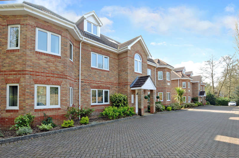 2 Bedrooms Flat for sale in Oakwood Place, Crowthorne