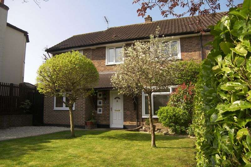 4 Bedrooms Semi Detached House for sale in Elm Road, Claygate