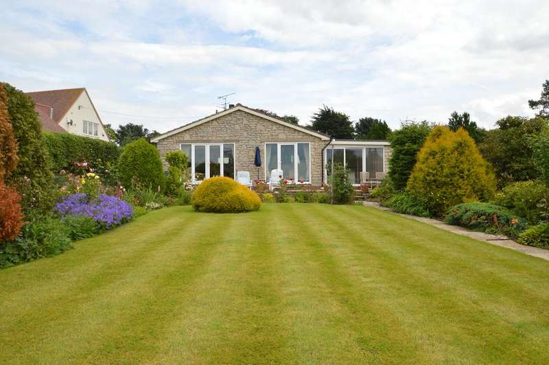 3 Bedrooms Detached Bungalow for sale in Scagglethorpe, Malton YO17