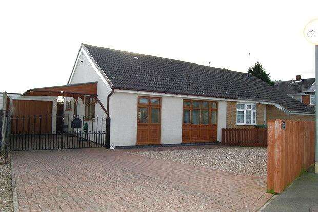 2 Bedrooms Bungalow for sale in Parkstone Close, Little Hill, Wigston, Leicester, LE18