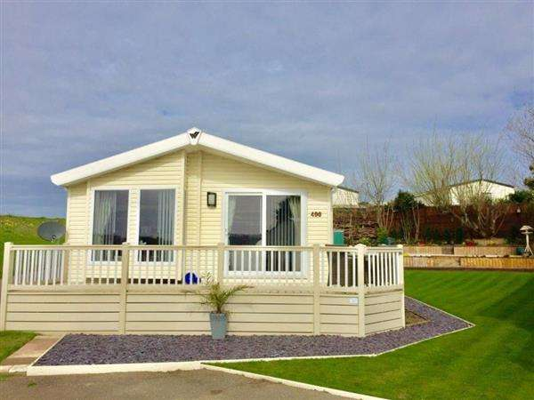 2 Bedrooms Bungalow for sale in Back Water Rise, Naze Marine Holiday Park, Walton on The Naze