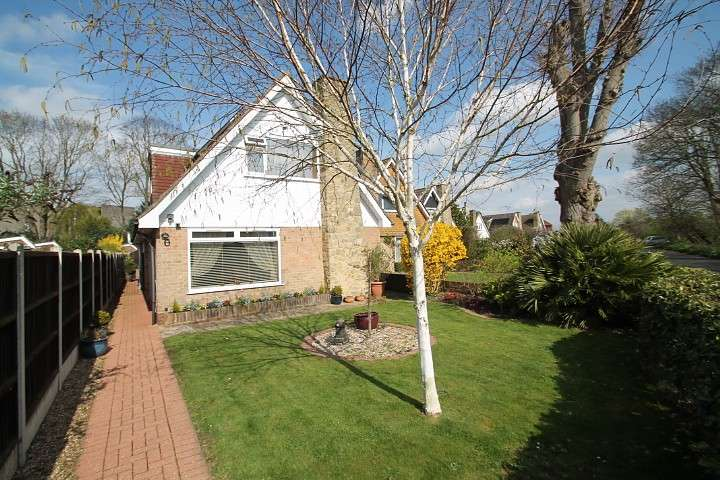 3 Bedrooms Detached House for sale in Wheatsheaf Lane, Staines-Upon-Thames, TW18