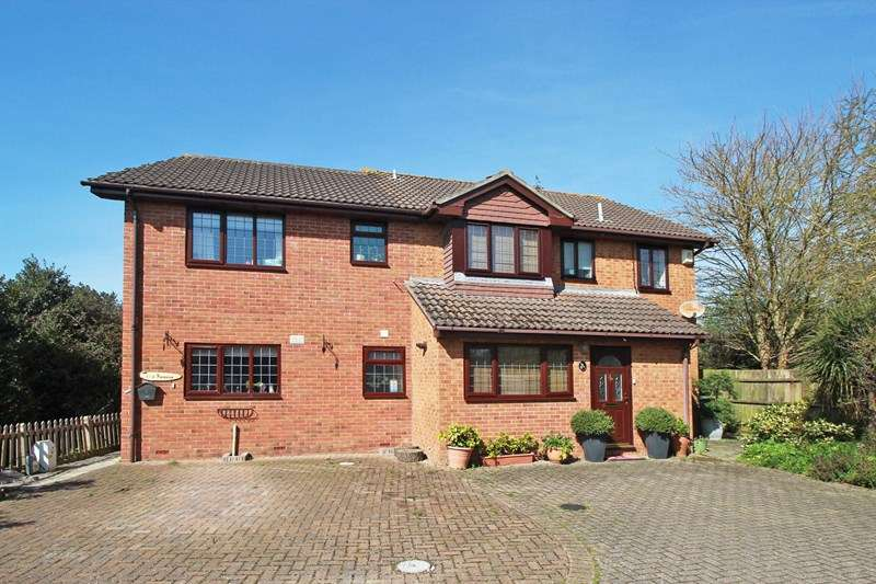 4 Bedrooms Detached House for sale in Livingstone Road, Purewell, Christchurch