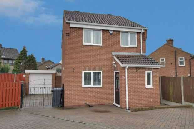 3 Bedrooms Detached House for sale in Rayleigh Avenue, Chesterfield, Derbyshire, S43 1JR