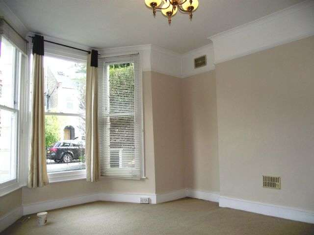 2 Bedrooms Ground Flat for rent in Wellesley Road, Chiswick, London W4