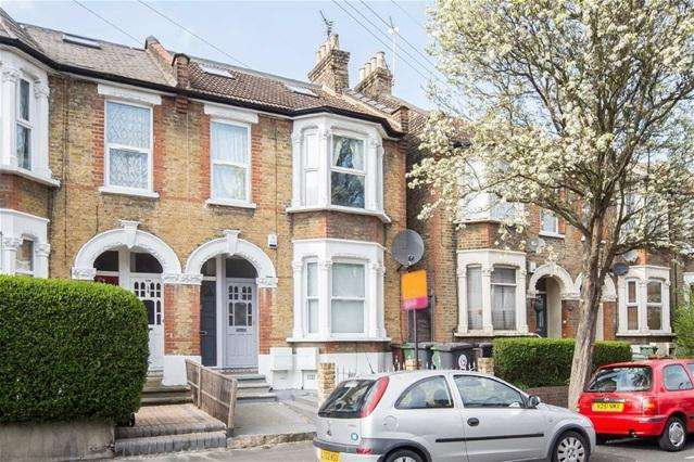 3 Bedrooms Maisonette Flat for sale in Huxley Road, Leyton